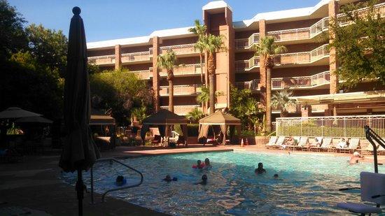 Radisson Suites Tucson: Nice pool.