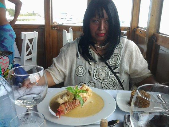 Restaurante La Regatta: yo con langosta providencia preparada con cebolla morada morrones y leche de coco  acompañada co