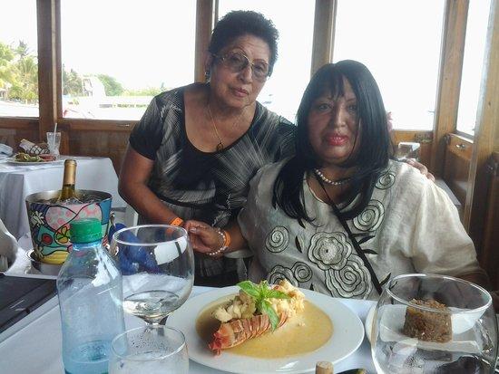 Restaurante La Regatta : mi mama y yo