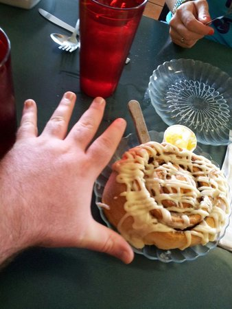 Ramona Cafe : Just a little smaller than my hand