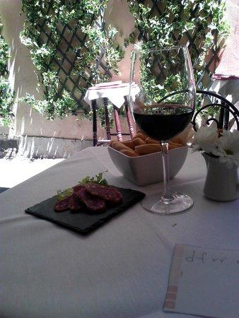 Ristorante & Wine Bar dei Frescobaldi : A glass of local red and free munchies