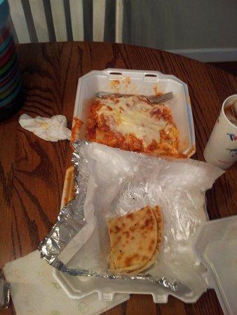 Hogansville, GA: Lasagna with fresh n hot pita bed...mmmm so cheeesy