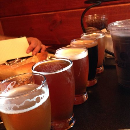 Zwanzig Z Pizza : Sampler flight - honey wheat, nut brown ale, triple Z IPA, imperial stout and chocolate beer