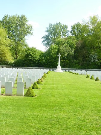 Mémorial de Vimy : One of the cementary here at Vimy