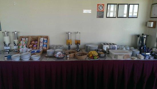 Karinga Motel: Continental buffet