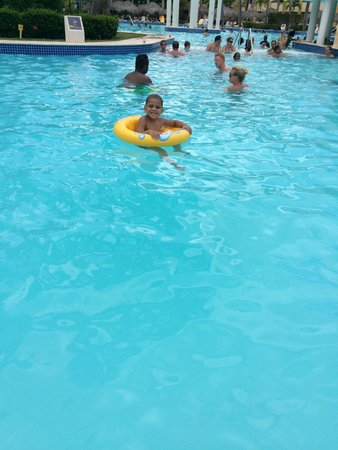 Iberostar Costa Dorada: Enjoying the pool