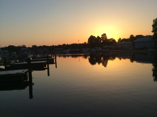 King's Bay Lodge: Sunset From Our Dock