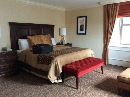 Omni William Penn Hotel: Comfortable bed