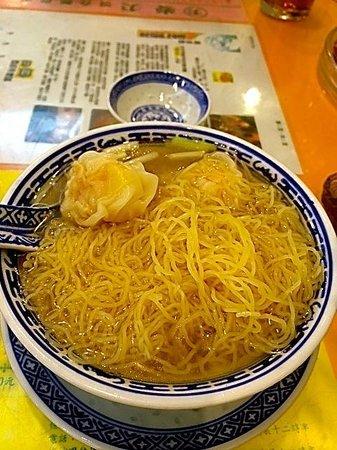 Mak Man Kee Noodle Shop: Five pics of Wanton....at the bottle