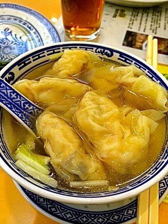 Mak Man Kee Noodle Shop: Dumplings in soup