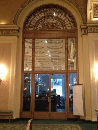 Omni William Penn Hotel: Lobby area doorway