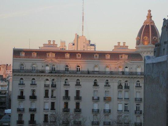 Continental Hotel Montevideo: Prédios próximos ao hotel