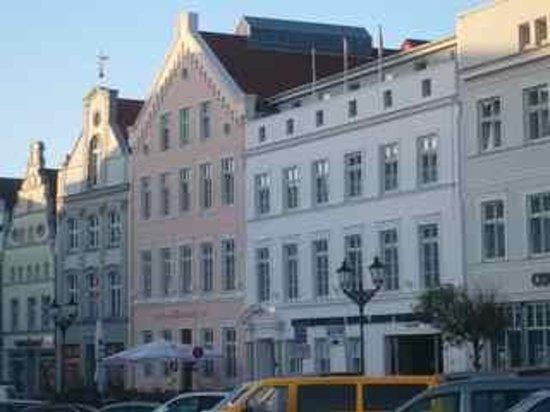 Steigenberger Hotel Stadt Hamburg: Hotel is in a few buildings here