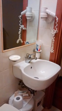 Hotel Colomba: bathroom
