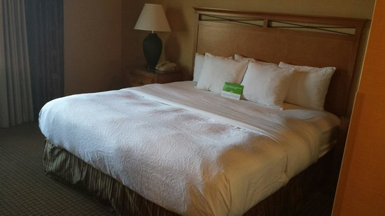 La Quinta Inn & Suites Twin Falls: King Suite with a jacuzzi.