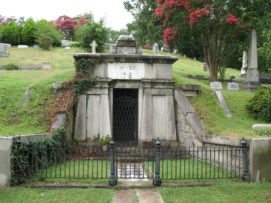 Hollywood Cemetery: Richmond Vampire Mausoleum