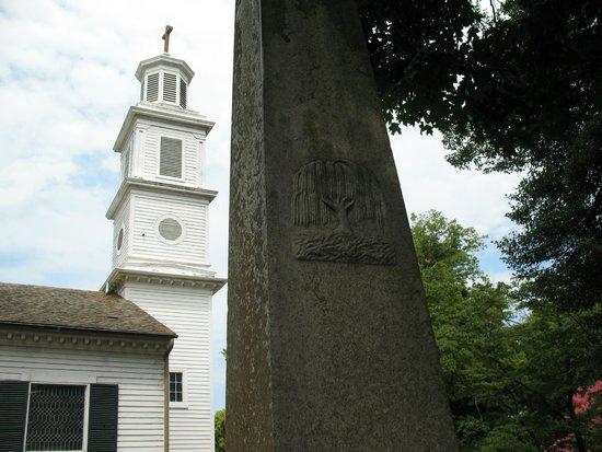 St. John's Episcopal Church : Graveyard