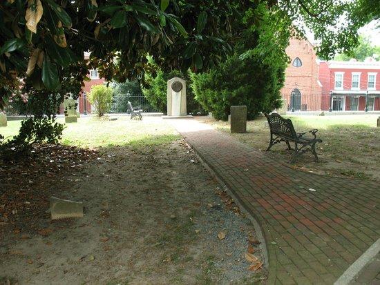 St. John's Episcopal Church : Elizabeth Arnold Poe Grave