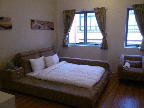 Posh Hotel: Queen (ensuited) room 3rd floor
