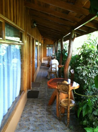Monteverde Rustic Lodge: outside the rooms