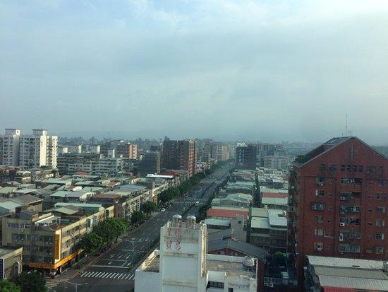 Santos Hotel: 北向きの部屋でした。松山空港への飛行機がよく見えました