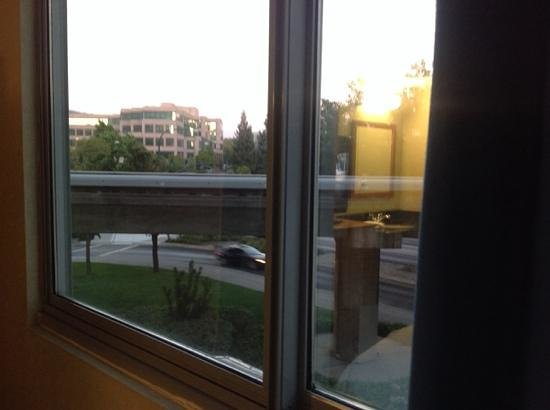 Embassy Suites by Hilton Walnut Creek: this is the BART track out the window from room 225