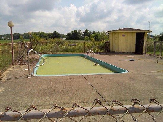 LK Motel/Budget Inn : Pool area