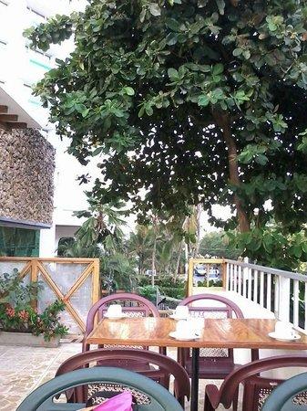 Decameron Cartagena: Comedor de la piscina