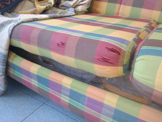 BelleVue Aquarius: Les trous dans le canapé