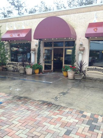 Cristino's Coal Oven Pizza: The entrance to Cristino's, I like the brickwork!