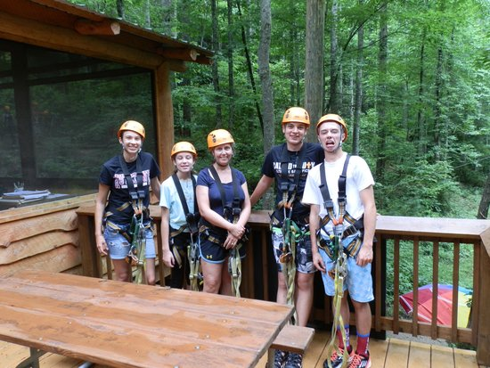 Wildwater Nantahala Falling Waters Resort & Canopy Tours: Our group after we finished the course