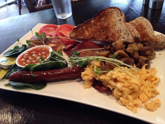 Shades Cafe & Wine Bar: The big breaky - huge!