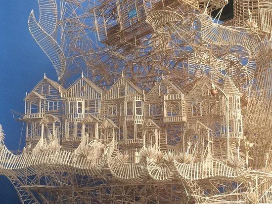 Exploratorium : toothpick ball track #3