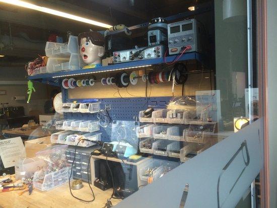 Exploratorium : organizing your tools @ the Tinkering Studio