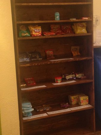 BEST WESTERN PLUS Sikeston : Snack options to purchase in lobby. A little sparse looking...
