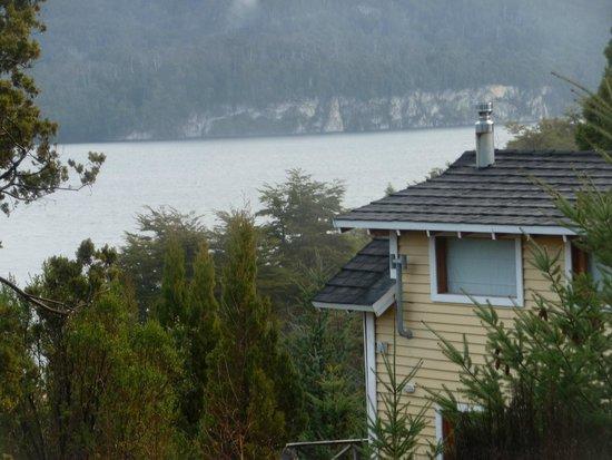 Casa del Bosque Aparts & Suites: vista al lago