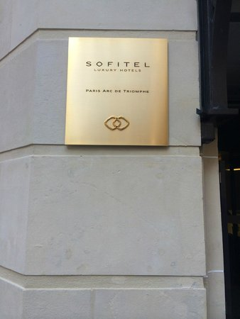 Sofitel Paris Arc de Triomphe: Front of hotel