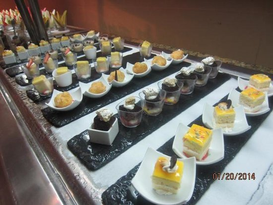 The Reserve at Paradisus Palma Real : Amazing dessert choices!