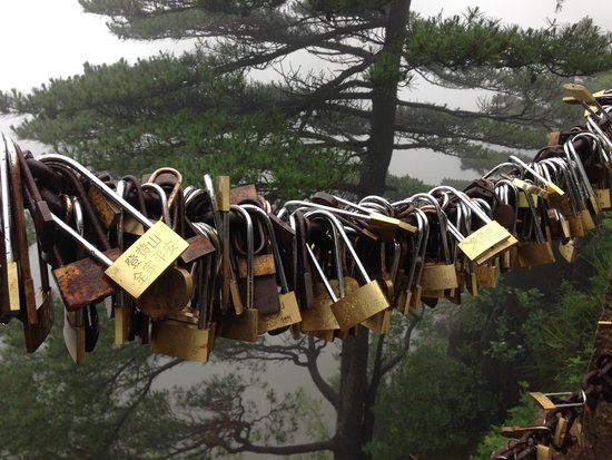 Xihai Great Canyon: Locks of love