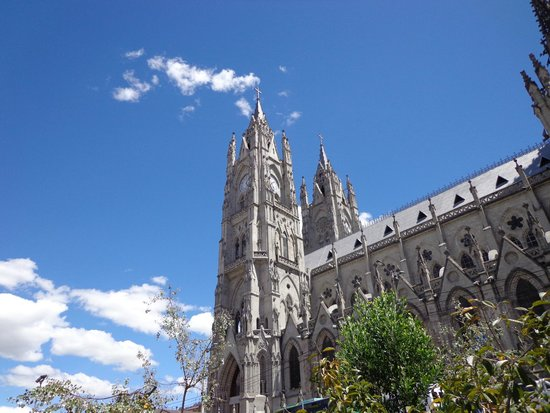 Basílica del Voto Nacional: VISTA EXTERIO