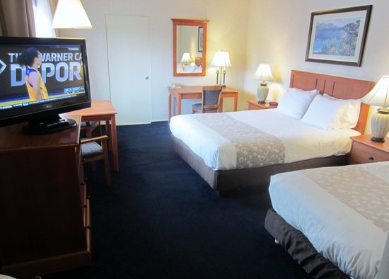 Newport Channel Inn: One Queen Bed and One Single Bed