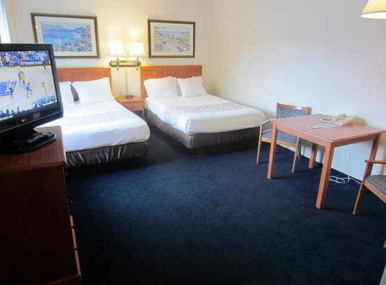 Newport Channel Inn: Two Extra-long Double Beds