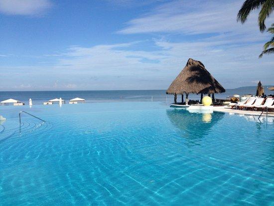 Grand Velas Riviera Nayarit: Infinity Pool with Swim-Up Bar