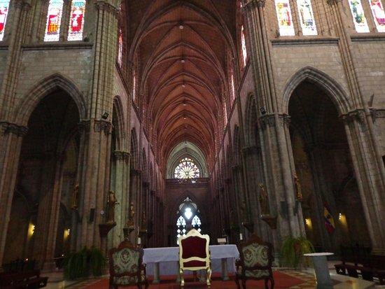 Basilica del Voto Nacional: INTERIOR DE LA BASILICA, REALMENTE IMPACTANTE