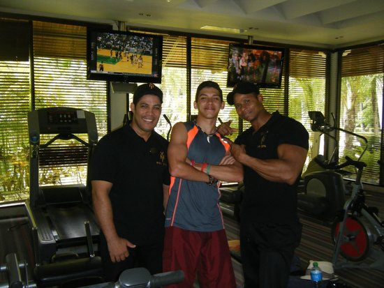 The Reserve at Paradisus Palma Real : Attentive and encouraging physical trainers at the gymnasium!