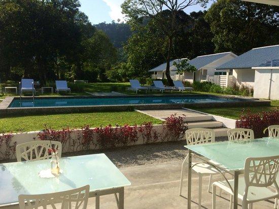 La Pari-Pari Langkawi: La Pari-Pari - pool/ grounds