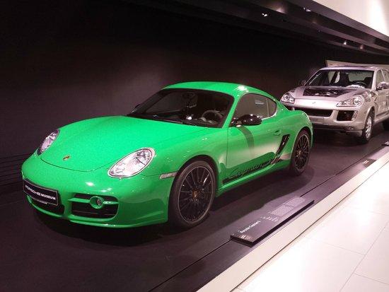Porsche-Museum: green porsche