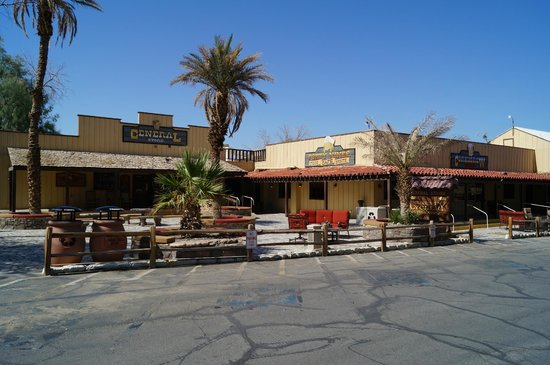 The Oasis at Death Valley: Shop / Bar / Restaurant area