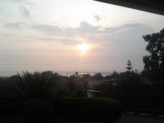 Lake Victoria View Guest House: sunset from the guesthouse