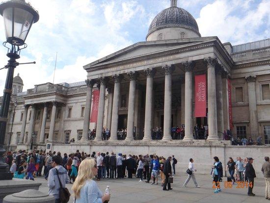 Trafalgar Square: A Galeria Nacional voltada para a praça